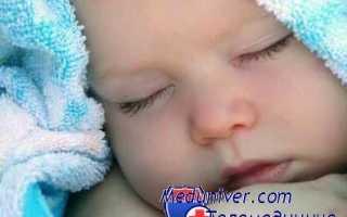 Ребенок спит с открытыми глазами почему это бывает